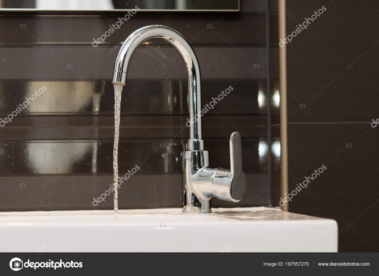 Luxe design kraan met stromend water badkamer apparatuur