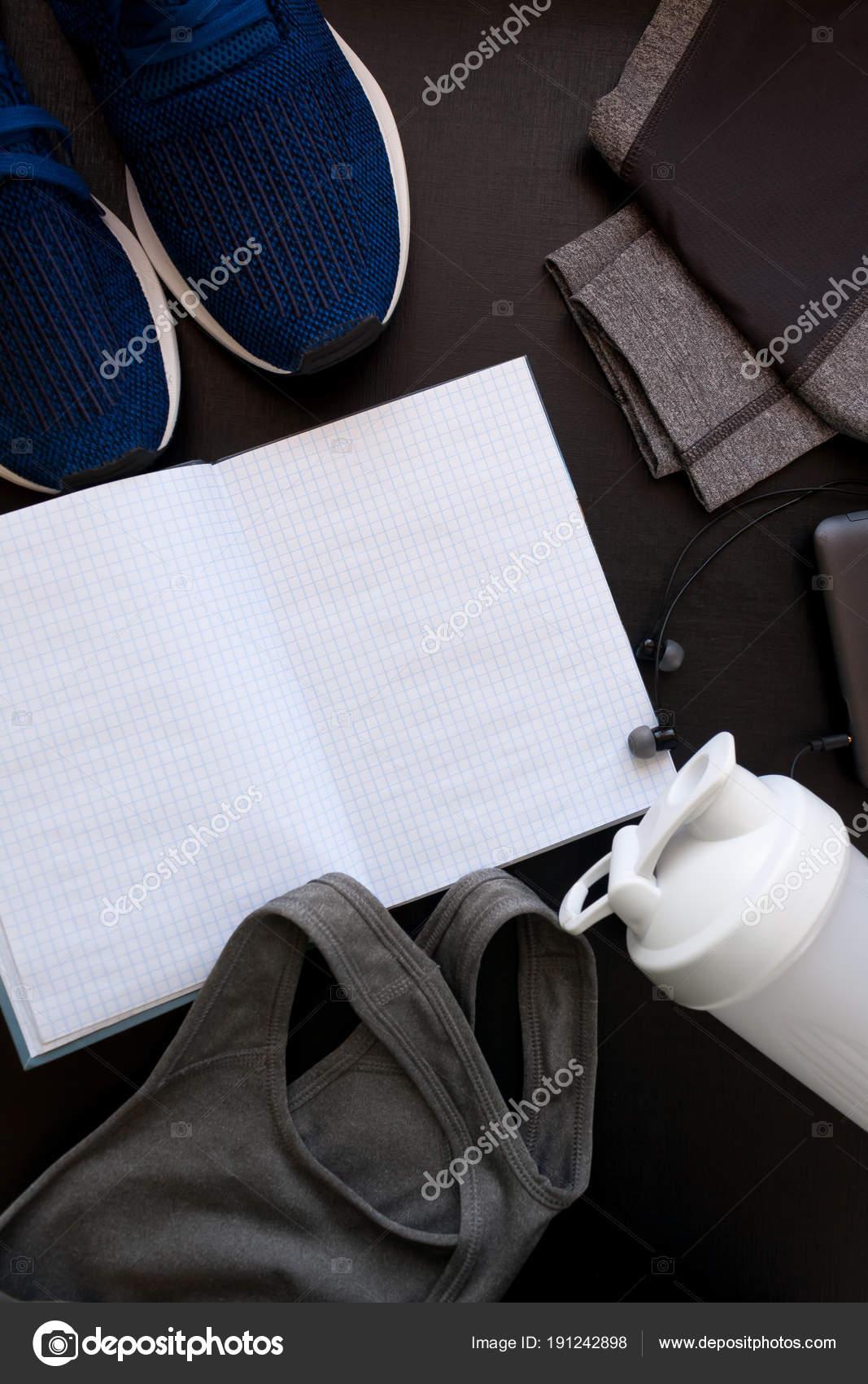 Rahmen mit dem Bild von einem Sport-Uniform, Schuhe, Rucksack, Tops ...
