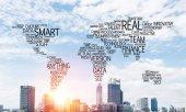 Termíny související s obchodní koláž ve formě mapa světa s moderní panoráma a slunečního světla na pozadí