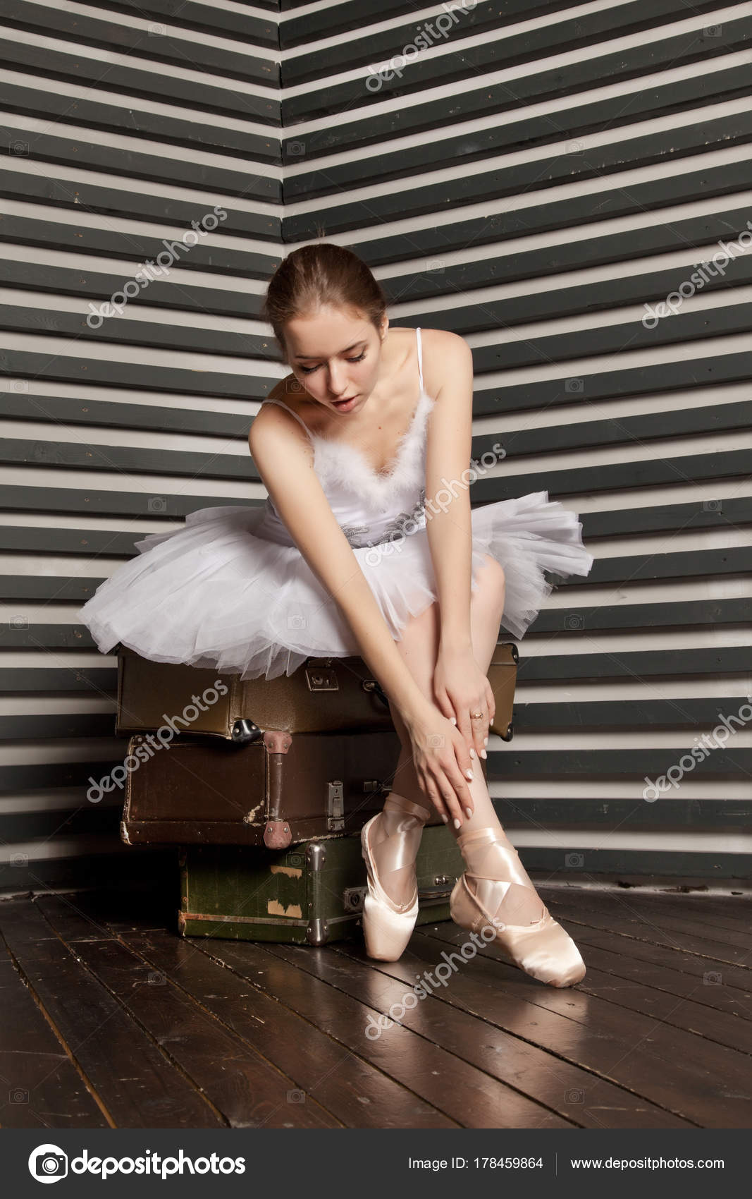 84aa4d58765c She Lovely Young Ballerina White Classical Dress Sitting Stack Retro — Stock  Photo