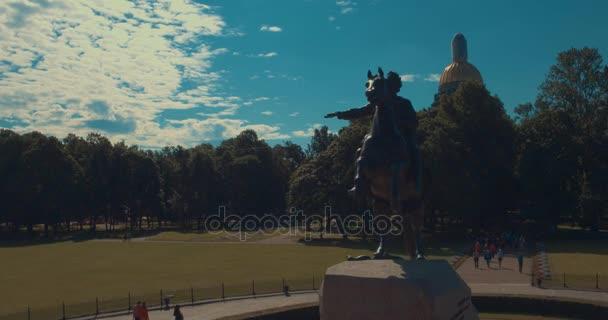 Památník Petra první. Bronze Horseman. St. Petersburg. Pohled od řeky Něvy. Ráno ve městě. Svítání v Petrohradě. Památky z Spb.