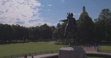 Památník Petra první. Bronze Horseman. St. Petersburg. Pohled od řeky Něvy. Ráno ve městě. Svítání v Petrohradě. Památky z Spb