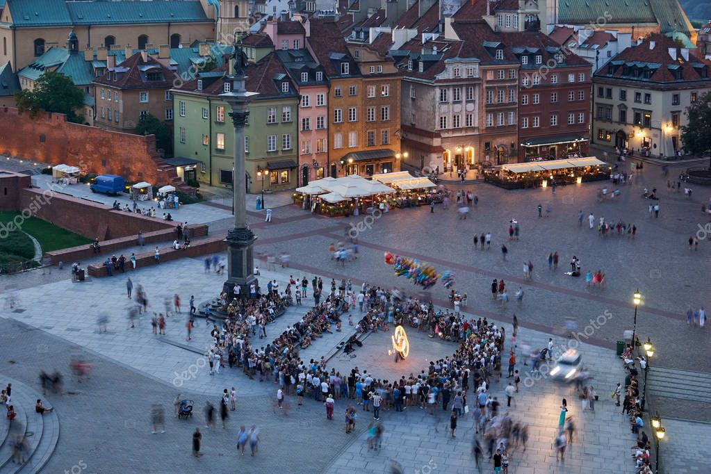 Фотообои Warsaw, Poland - August 11, 2017: Beautiful aerial night panoramic view of Plac Zamkowy square in Warsaw, with historic building, including Sigismund III Vasa Column, and people at warm summer night W