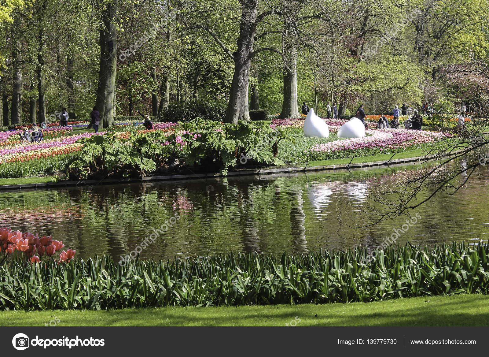 Bloementuin keukenhof redactionele stockfoto for Www bloem en tuin nl