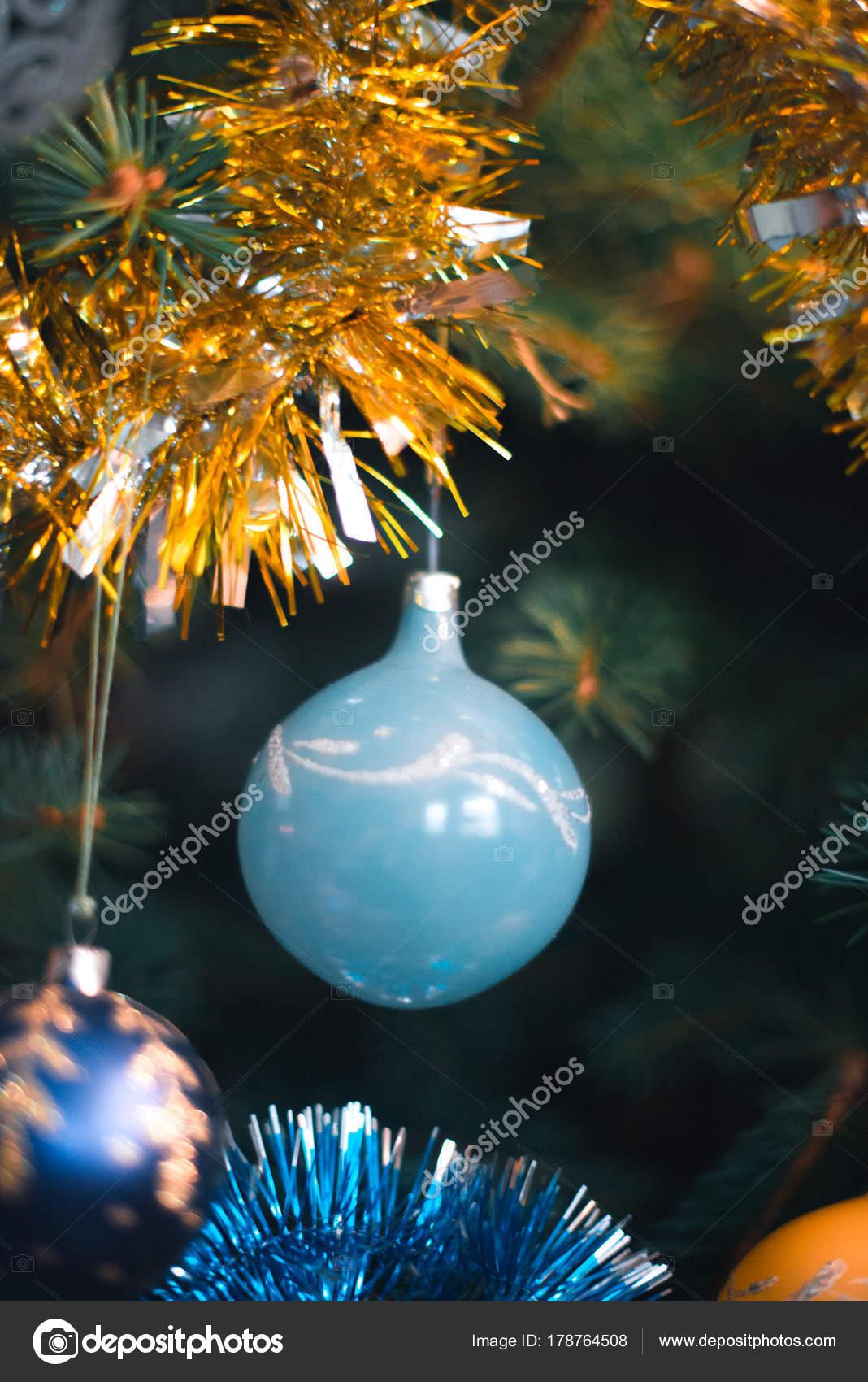 Decoracoes De Arvore De Natal Com Um Fundo Borrado Em Uma Arvore De Natal Stock Photo C Prokop Foto 178764508