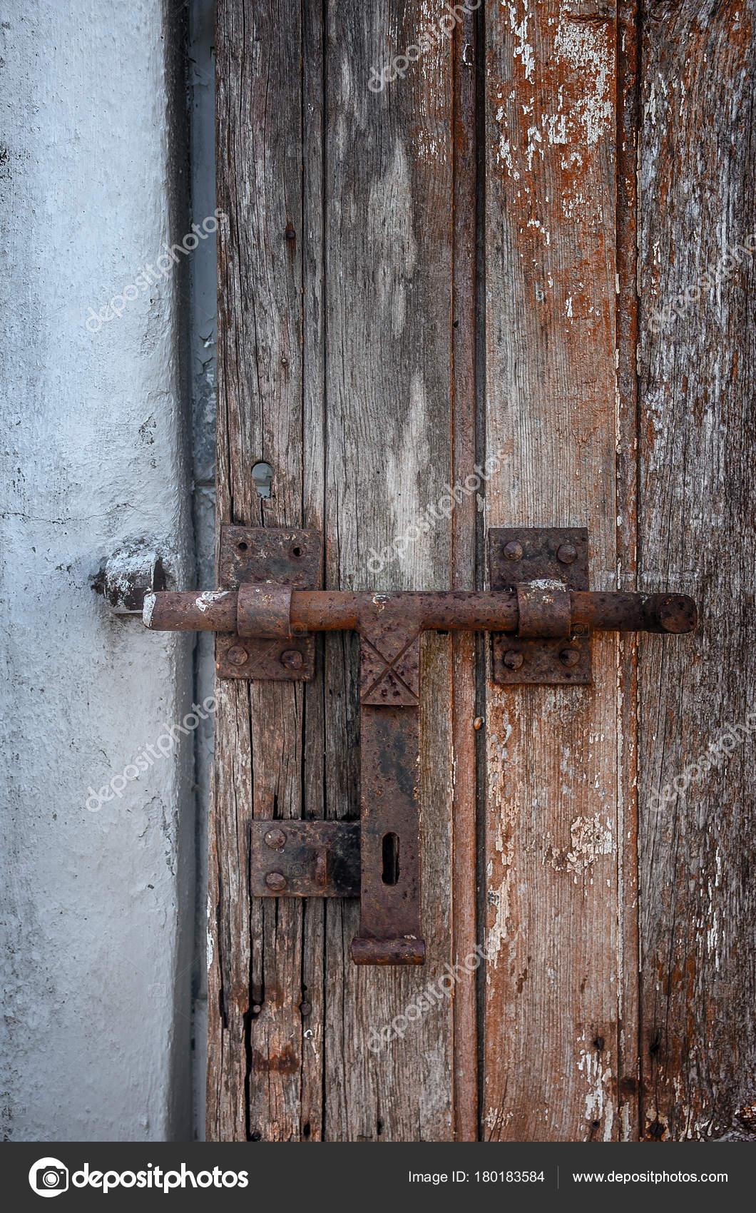 Im genes puertas de madera viejas demaged vieja puerta madera con cerradura hierro pintura - Cerraduras para puertas de madera precios ...