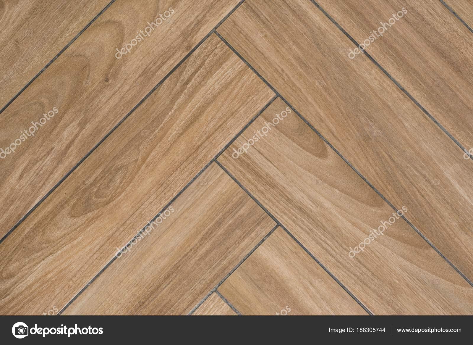 Eiken houtstructuur van vloer met tegels nabootsen de bevloering