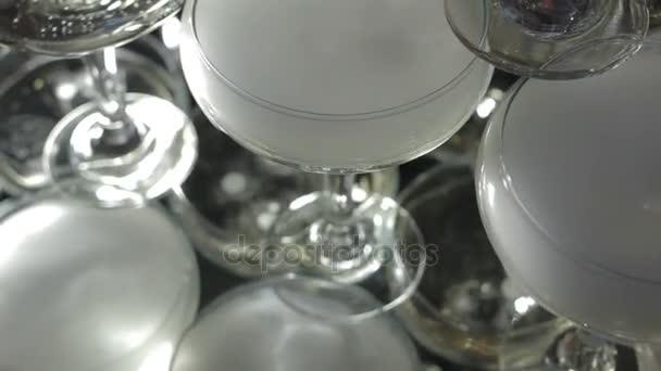 Pyramidy se suchým ledem odpařování Champagne