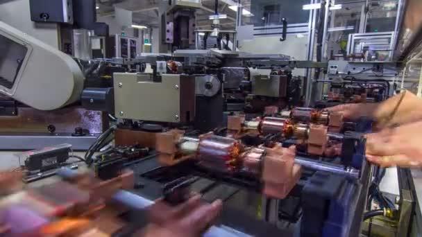 pracovník řízení procesu výroby dopravníku