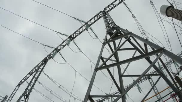 napětí elektrické přenosové linky podpora