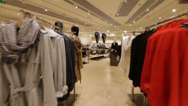 Módní obchod s nové stylové oblečení