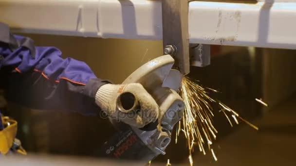 pracovní frézování kovových detailů dolní