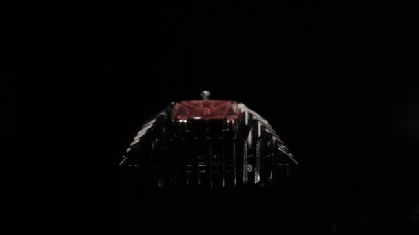 Lámpara LED contra el cuarto oscuro — Vídeo de stock © OKI-OKI ...