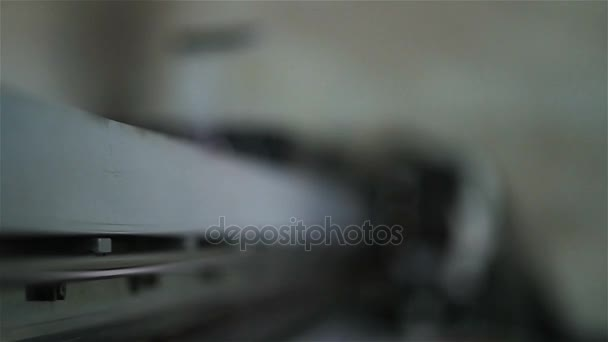makro snímky tiskové hlavy pomalu na velký formát papíru pomocí digitální inkjet tisk pod měkké zaměření