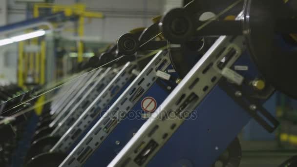 Detailní pohled na zařízení těžkého průmyslu s prvky v oddělení zpracování