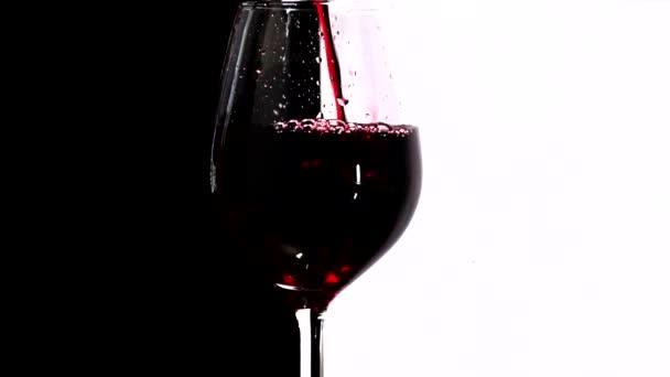 Rotwein im Glas, Zeitlupe
