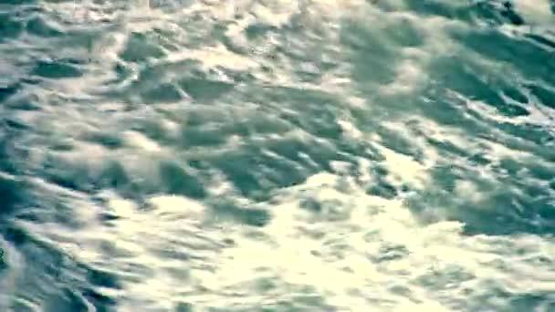 Óceán hullámai, szökőár hullámai, hurrikán. Vízfelszín