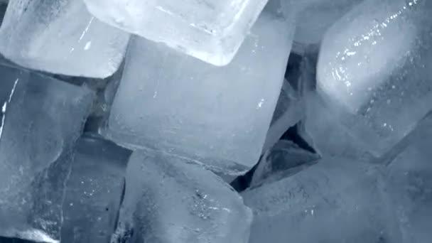 Közelkép. Top View forgó jégkockák