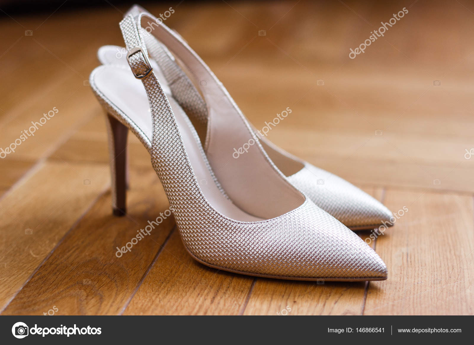121ff51b9fbf5a Traditional white wedding shoes with beads. — Photo by dashadida1225