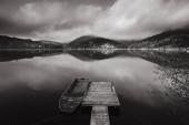 molo na jezeře Palcmanska Masa, podzim v horách