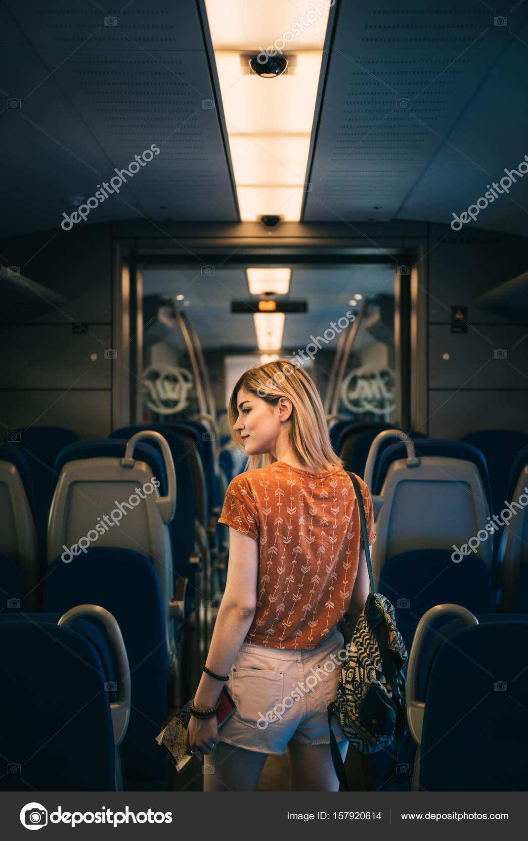 Фото девушки в транспорте — photo 7