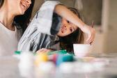 Fényképek Anya és lánya együtt festés