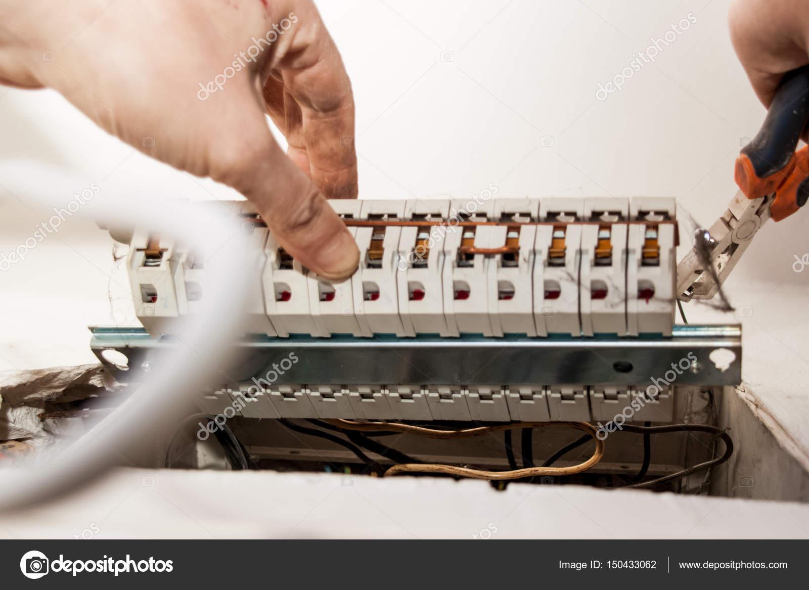 Wohnung Renovierung, Änderung Der Alten Elektrischen Installation,  Umsetzung U2014 Stockfoto
