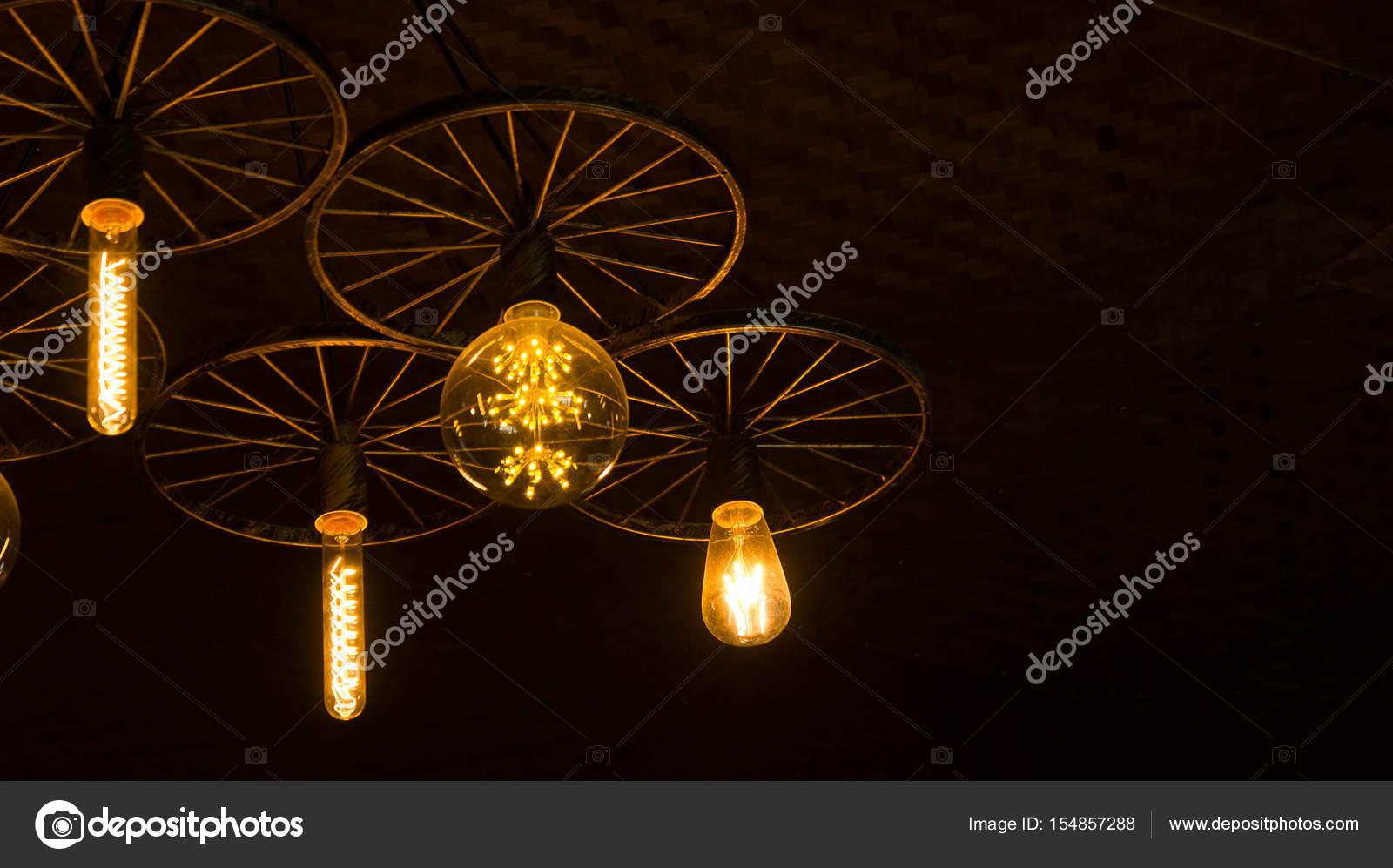 Bombillas de luz en el cuarto oscuro — Foto de stock © Aboutnuylove ...