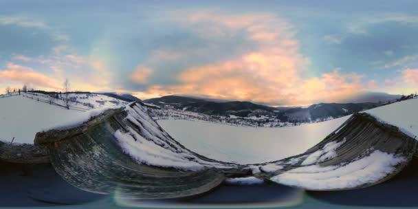 VR-360 panoráma a hegyek, arról, hogy a virtuális valóság
