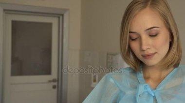 Чешку красавица у гинеколога видео ванной комнате