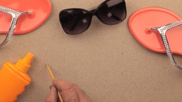 Pihenjen a homok, strand kiegészítők között kézzel írt felirat.