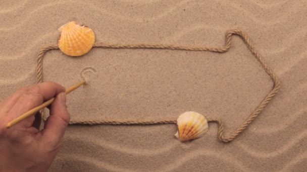 Prodej nápis napsaný rukou v písku, ukazatel z lana