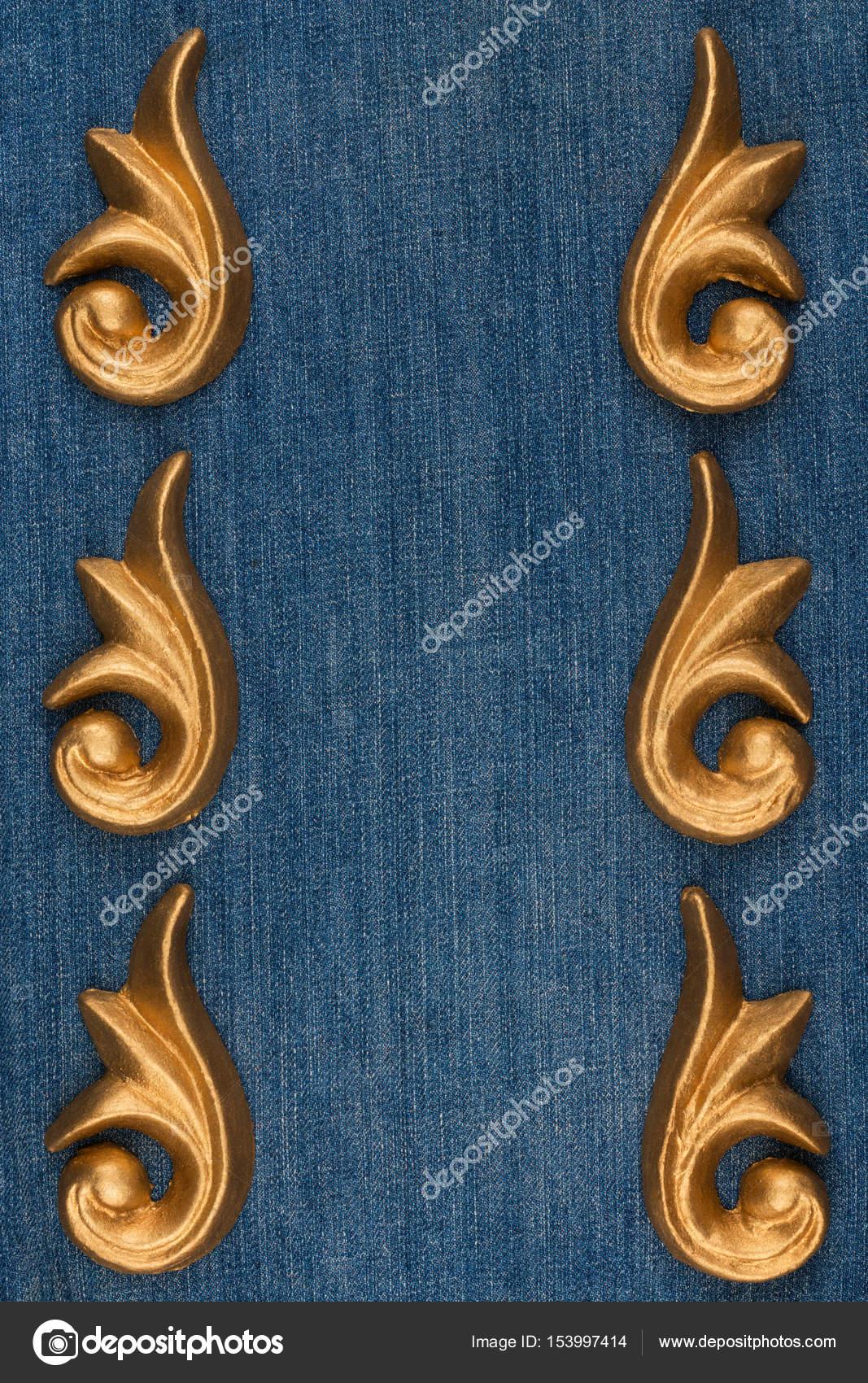 luxus rahmen hergestellt aus gold stuck gips liegen auf denim