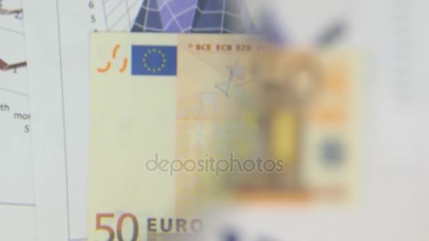 Za bankovky padesát EUR, zvýšení s lupou