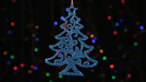 Decorazioni Albero Di Natale Blu : Primo piano rotazione di un albero di natale blu appesa a un filo