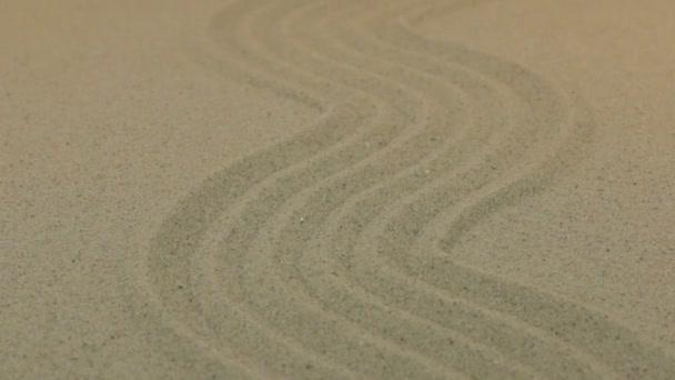 Közelkép, közeledő homok sorok cikk-cakk.