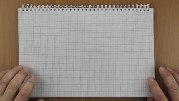 Számológép és a toll a notebook. Kapcsolja be a Jegyzettömb lapot, hogy működik.