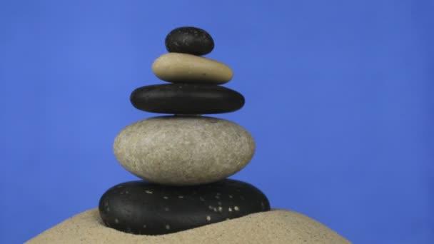 Forgatás a piramis kövek a homok állandó készült. Elszigetelt
