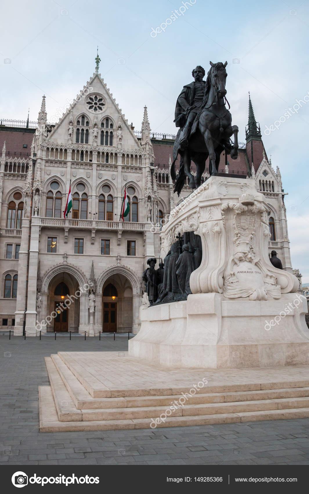 ブダペストの国会議事堂近くのジ...