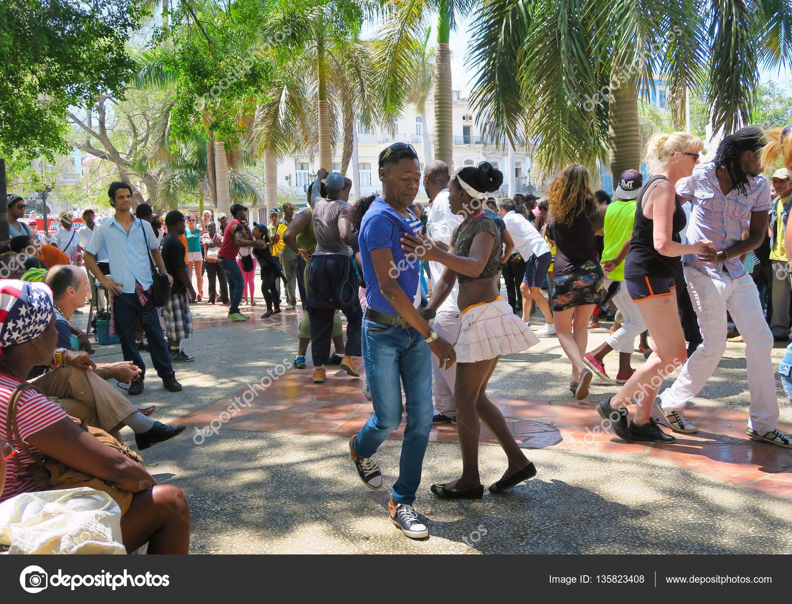 hot street cuban salsa in Havana – Stock Editorial Photo