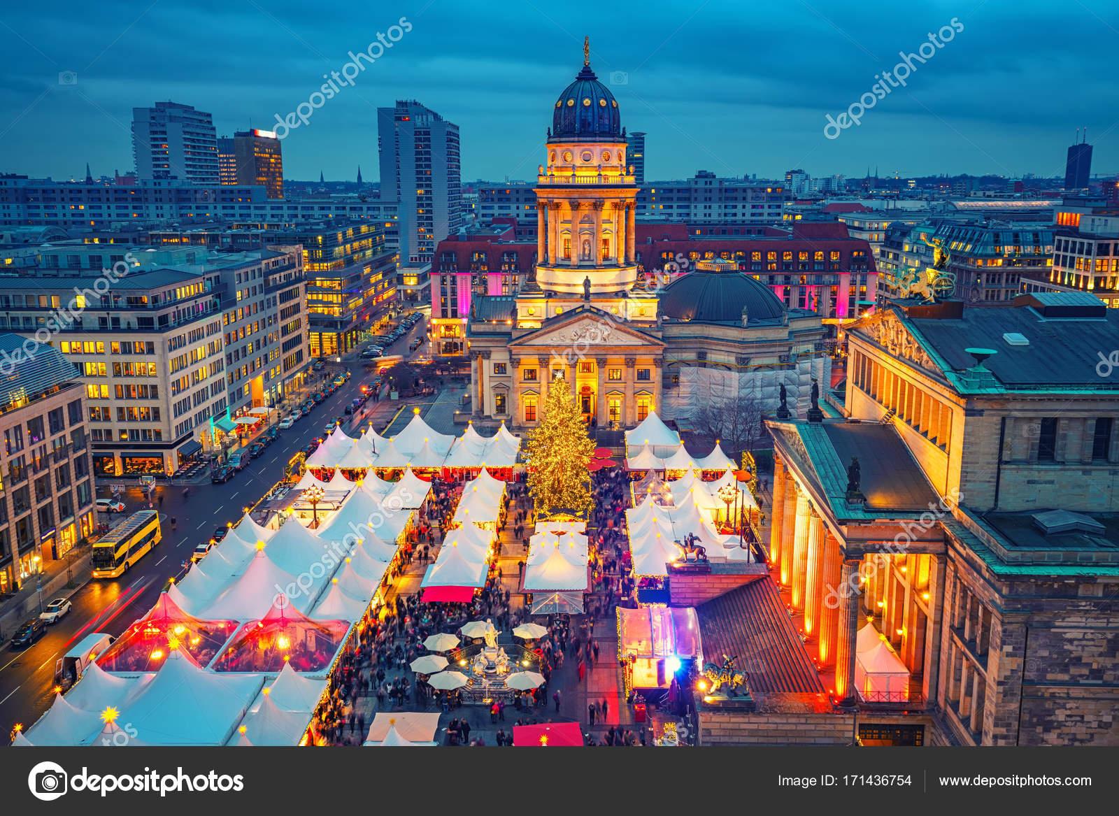 weihnachtsmarkt in berlin stockfoto sborisov 171436754. Black Bedroom Furniture Sets. Home Design Ideas