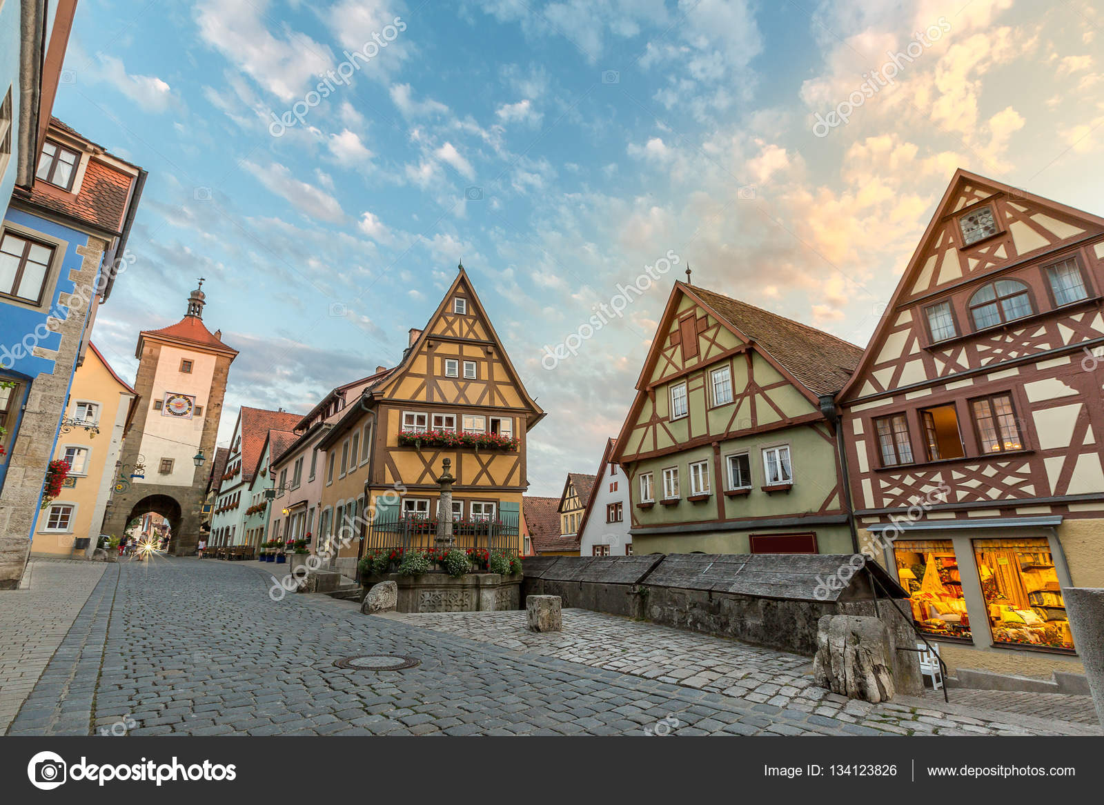 rothenburg ob der tauber at sunset ストック写真 vichie81 134123826