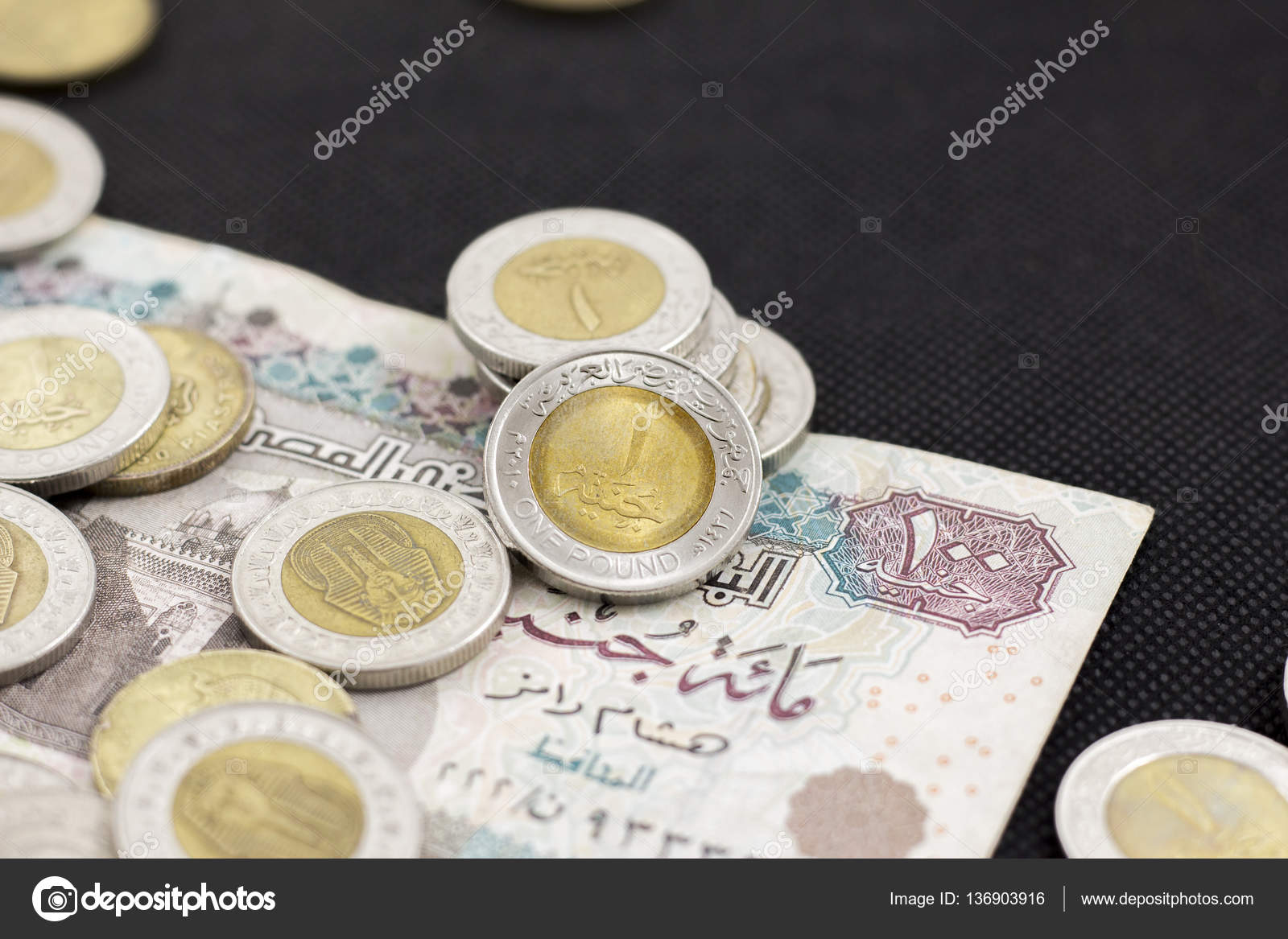 Gros Plan D Une Livre Egyptienne Portant Sur Un Billet De