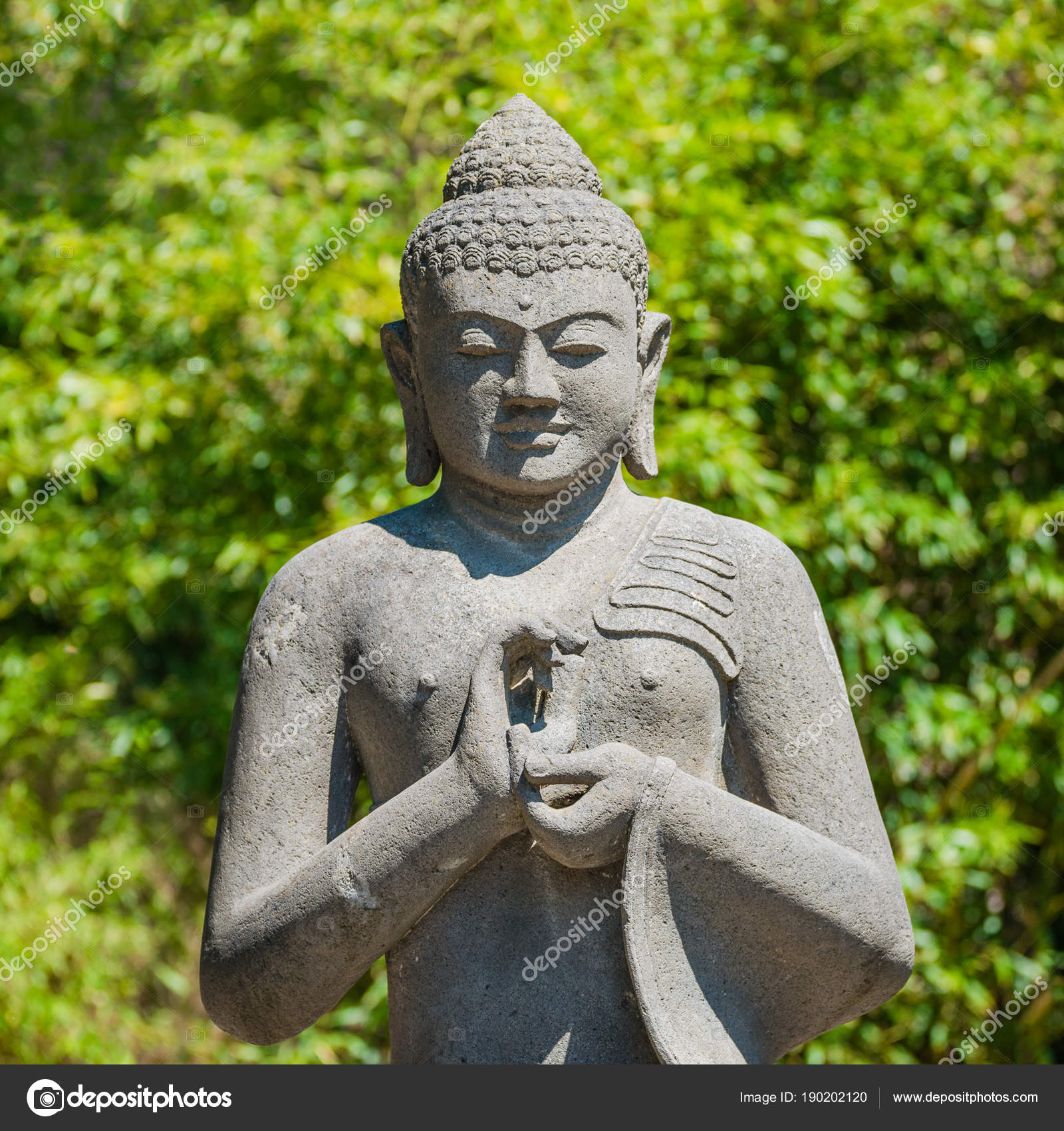 Denkmal Des Buddha Betet Im Garten Stockfoto C Neurobite 190202120