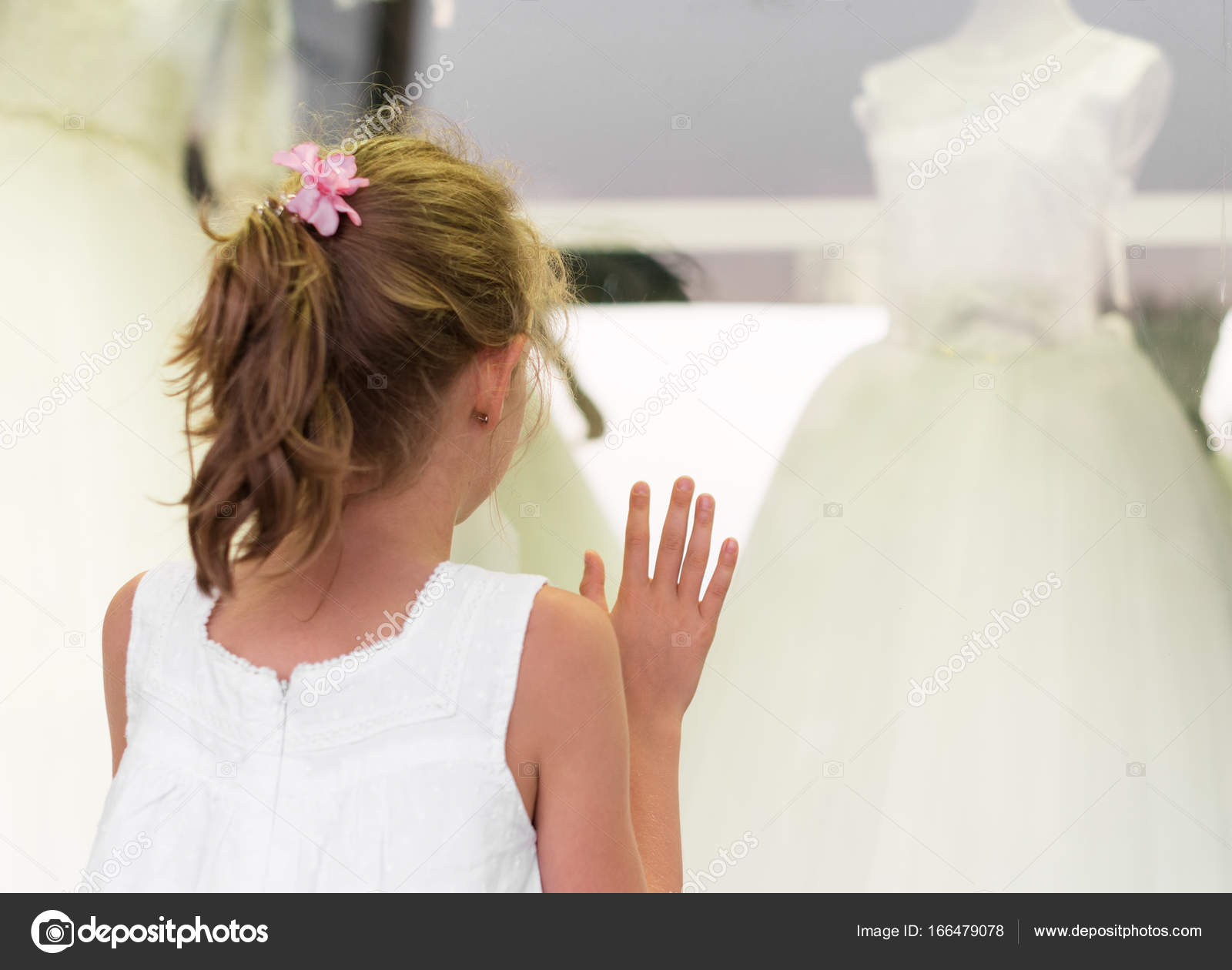 Little girl looking at showcase with wedding dresses. — Stock Photo ...
