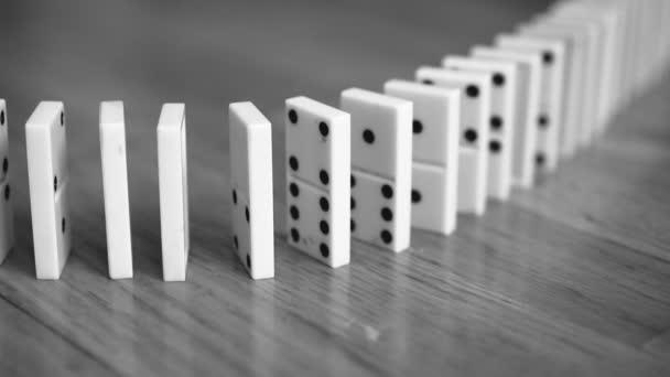 Zár-megjelöl kilátás-ból csökkenő dominó. Fekete-fehér.