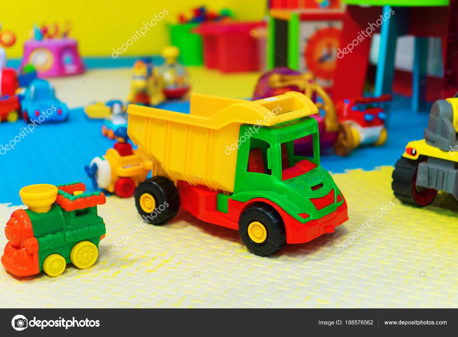 Sala Giochi Per Bambini : Svuotare la sala giochi per bambini con giocattoli diversi u foto