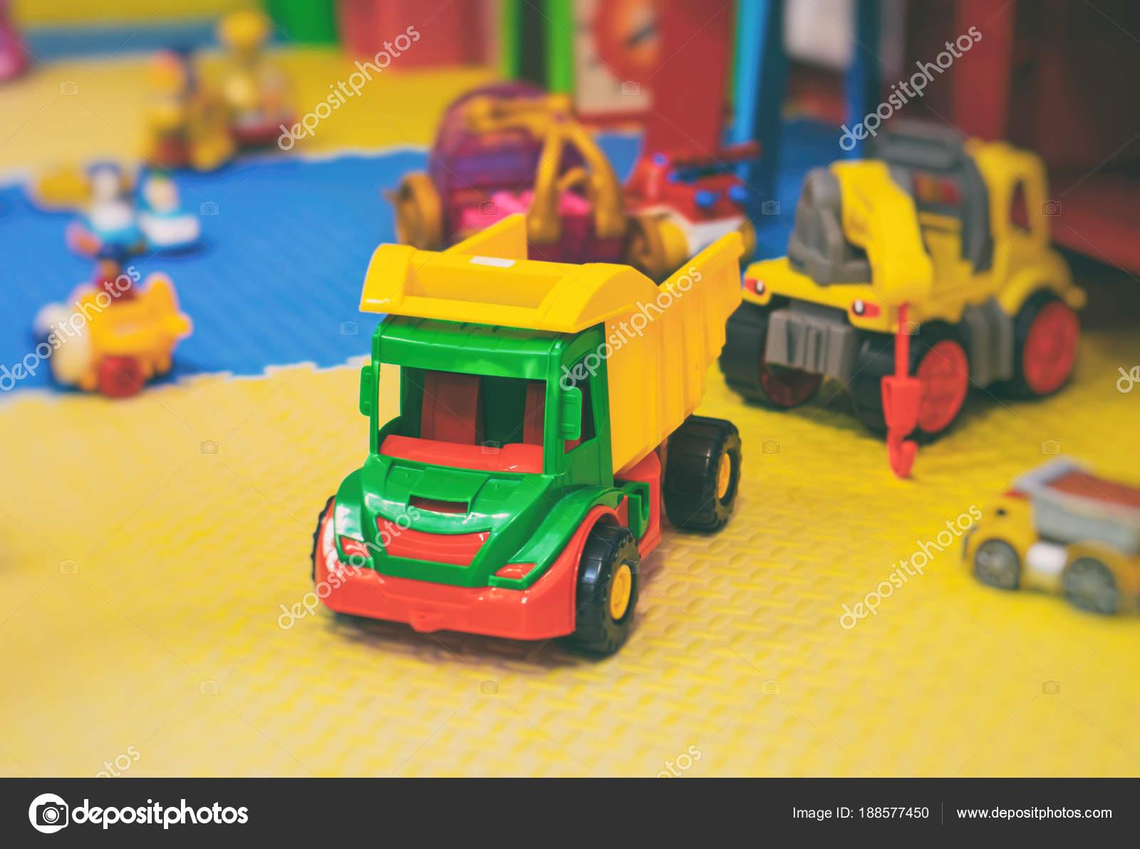 Sala Giochi Per Bambini : Svuotare la sala giochi per bambini con giocattoli diversi u2014 foto