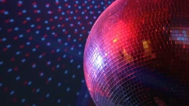 Forgó csillogó disco labdát. Este fél fogalma.