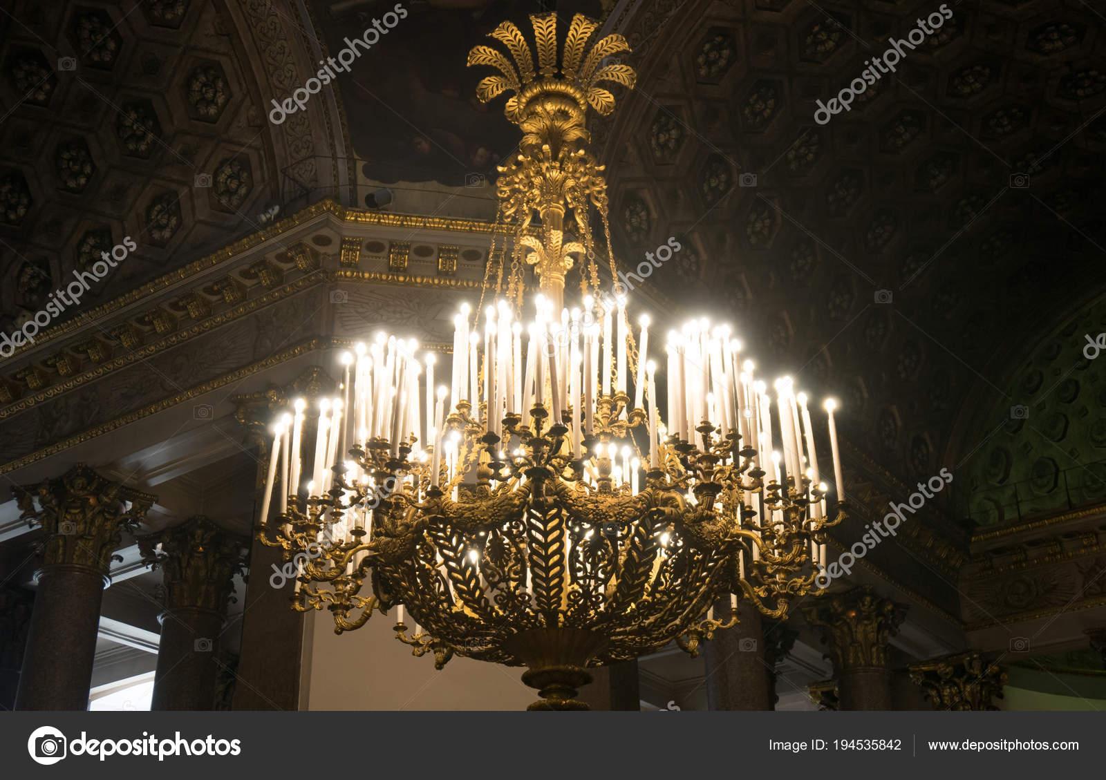 Kronleuchter Indien ~ Kronleuchter mit kerzen in der kasaner kathedrale u stockfoto